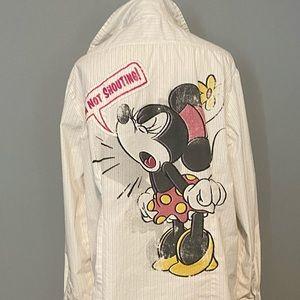 Woman's Disney Minnie Mouse button down shirt.